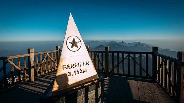 Cột mốc trên đỉnh Fansipan