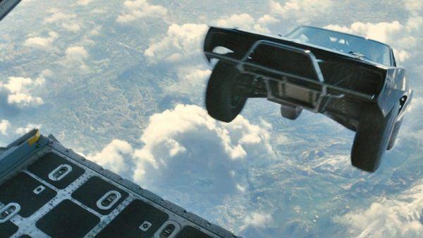 Thả dù tự do xe từ máy bay trong Fast & Furious 7