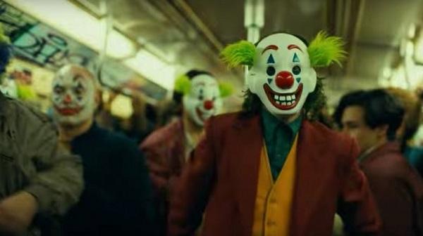 Nhiều người cùng mang mặt nạ Joker