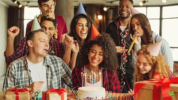 Happy Birthday to You thường xuyên vang lên trong các buổi tiệc sinh nhật
