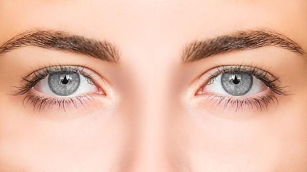 Màu mắt xám