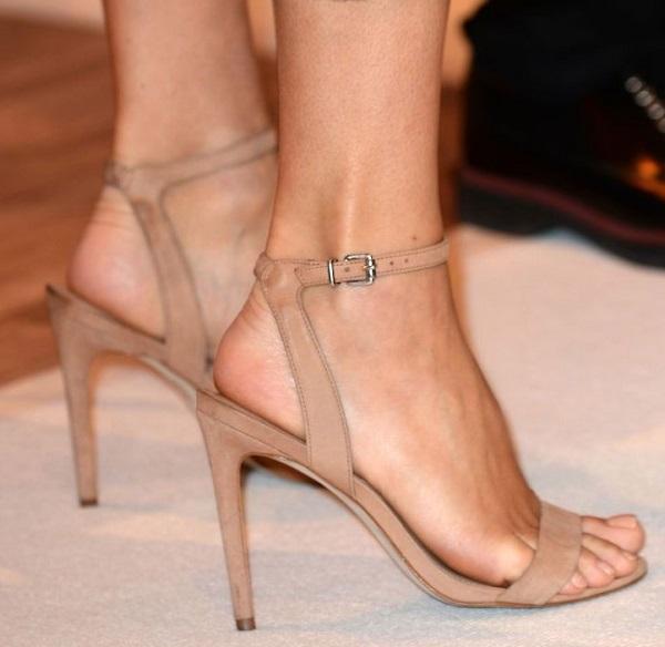 Bàn chân của Holly Willoughby
