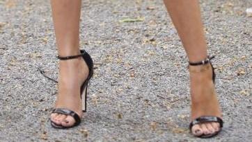 Bàn chân của Michelle Keegan