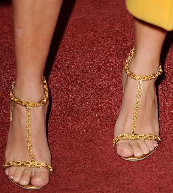 Kim Kardashian - một trong số ngôi sao có bàn chân đẹp nhất thế giới